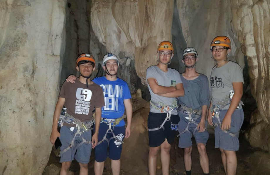 climbodia groups caving